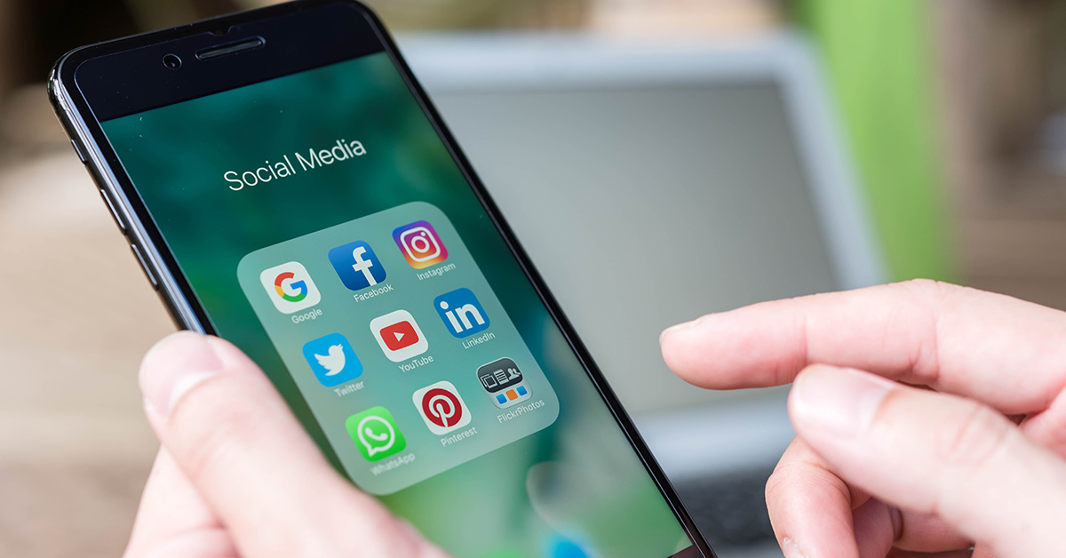 How to succeed with social media for B2B Living Stone